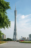 Bezirkturm unter blauem Himmel, Guangzhou Fernsehen und Besichtigung ragen, Stadtmarkstein und Erholungsort an Guangzhou-Quadrat  Lizenzfreie Stockfotos