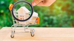Bezitsinvestering en het financiële concept van de huishypotheek buying royalty-vrije stock fotografie