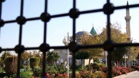 bezoek aan het Overvolle graf van mevlana, mensen, stad, Turkije stock footage