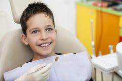 Bezoek aan tandarts stock foto