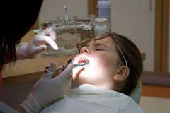 Bezoek bij de tandarts stock foto