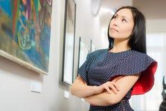 Bezoeker in de galerij royalty-vrije stock foto