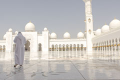 Bezoeker in Sheikh Zayed Grand Mosque Royalty-vrije Stock Foto