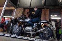 Bezoekers in Berlin Motorcycle Show, Februari 2018 Royalty-vrije Stock Foto