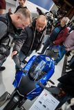 Bezoekers in Berlin Motorcycle Show, Februari 2018 Royalty-vrije Stock Fotografie