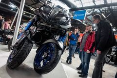 Bezoekers in Berlin Motorcycle Show, Februari 2018 Royalty-vrije Stock Foto's