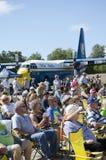 Bezoekers bij een airshow royalty-vrije stock afbeeldingen