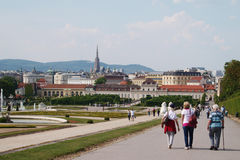Bezoekers bij kasteelbelvedere, Wenen Stock Foto's