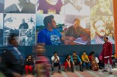 Bezoekers bij Kolkata-Boekenbeurs - 2014. Royalty-vrije Stock Foto's