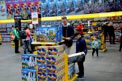 BEZOEKERS BIJ LEGO-WERELDmarkt 2017 Stock Foto