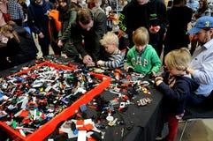BEZOEKERS BIJ LEGO-WERELDmarkt 2017 Stock Afbeelding