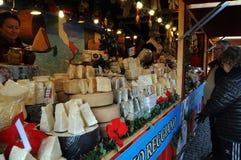 BEZOEKERS EN KERSTMISpunten BIJ KERSTMISmarkt Stock Fotografie