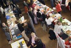 Bezoekers op een markt Royalty-vrije Stock Afbeelding