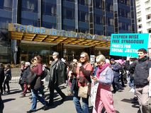 Bezpłatna synagoga, walka dla sprawiedliwości społecznej, Marzec dla Nasz żyć, protesta, Atutowego Międzynarodowego hotelu & wier obrazy royalty free