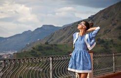 Bezpłatna Szczęśliwa kobieta Cieszy się naturę. obraz stock