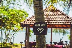 Bezpłatna WiFi strzała na plaży zdjęcie royalty free