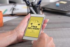 Bezpłatny doręczeniowy pojęcie na smartphone zdjęcia royalty free