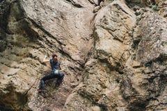 Bezpłatny pięcie na rockowy plenerowym obraz stock