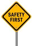 bezpieczeństwo na drogach pierwszy znak Obrazy Stock