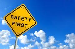 Bezpieczeństwa najpierw ruch drogowy znak Zdjęcia Royalty Free