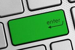 Bezpiecznie interneta pojęcie - zieleń wchodzić do klawiaturowego guzika fotografia royalty free