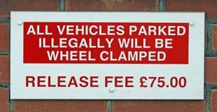 Bezprawny nieupoważniony parking znaka zawiadomienie świetnie fotografia stock