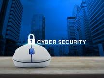 Bezprzewodowa komputerowa mysz z kluczowym ikony i cyber ochrony tekstem dalej Zdjęcie Stock