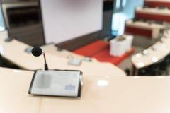 Bezprzewodowi gęsi szyja mikrofony dla wielkiej odczytowej sali i pokoju konferencyjnego fotografia royalty free