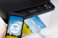 Bezprzewodowy łatwy druk z Pobliską Śródpolną technologią komunikacyjną obraz stock