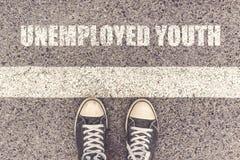 Bezrobotny młodości czekanie w linii obraz royalty free