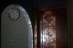 bezsenność Zegar w wnętrzu Cień fotografia royalty free