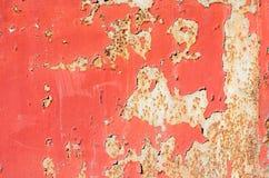 Bezszwowa czerwień pękał farby grunge na żelaznym tle Fotografia Royalty Free