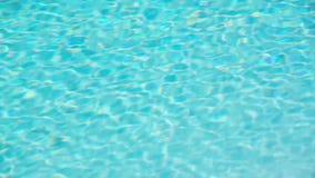 Bezszwowa pętla, turkusowy błękit rozdzierał pływackiego basenu wody tło, lata pojęcie zdjęcie wideo