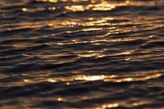 Bezszwowego tekstura Ciepłego koloru zmierzchu wody Olśniewająca powierzchnia Obraz Stock
