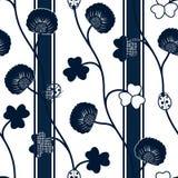 Bezszwowej deseniowej błękitnej sylwetki koniczynowe biedronki i faborki na białym tle royalty ilustracja