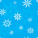 Bezszwowi deseniowi płatki śniegu na błękitnym tle Obrazy Royalty Free