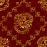 Bezszwowy deseniowy chytry złocisty Azjatycki smok na czerwieni Obraz Stock