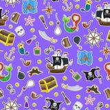 Bezszwowy tło temat piractwo i Morski podróż kolor łatamy ikony na błękitnym tle Obrazy Stock