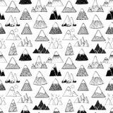 Bezszwowy tło z doodle nakreślenia górami na białym tle Może używać dla tapety, deseniowe pełnie, tkanina Fotografia Stock