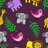 Bezszwowy tło z kreskówek zwierzętami i palma liśćmi Fotografia Stock