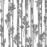 Bezszwowy wektorowy czarny i biały wzór z bagażnikami i gałąź wysocy deciduous drzewa z prostymi bagażnikami Zdjęcia Royalty Free
