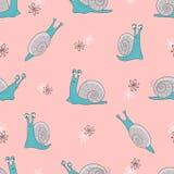 Bezszwowy wektoru wzór z ślicznymi kreskówka ślimaczkami na menchiach ilustracji