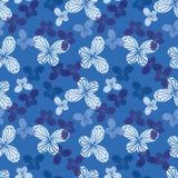 Bezszwowy wektoru wzór z motylem kształtuje w cieniach błękit royalty ilustracja