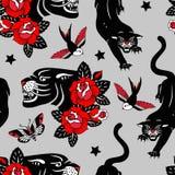 Bezszwowy wektoru wzór z tatuaż różami, czarnymi panterami, ptakami i motylami na popielatym tle, ilustracji