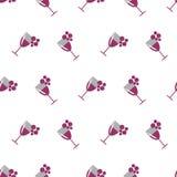 Bezszwowy wektoru wzór z wineglasses z czerwonym winem i wiązkami winogrono na białym tle Fotografia Royalty Free