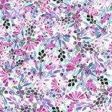 Bezszwowy wzór akwareli błękit opuszcza, purpura kwiaty i jagody Zdjęcie Royalty Free