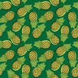 Bezszwowy wzór kreskówka ananas Patroszona owoc na zieleni półdupki Fotografia Stock