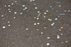 Bezszwowy wzór monety kłama na asfalcie Zdjęcie Royalty Free