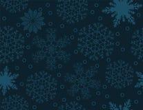 Bezszwowy wzór płatki śniegu na zmroku - błękitny tło Obrazy Royalty Free