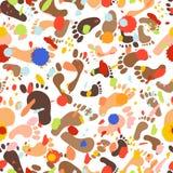 Bezszwowy wzór z śladami różni rozmiary Ślada ludzie - mężczyźni, kobiety, dzieci Abstrakcjonistyczna ręka malująca powtórki teks ilustracji